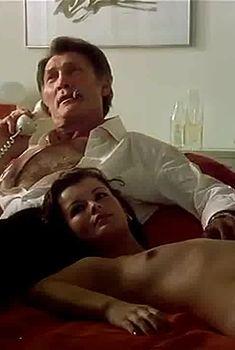 Марина Конфалоне снялась полностью голой в фильме «Чувственная медсестра», 1975