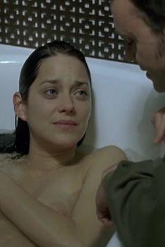 Марион Котийяр засветила голую грудь в фильме «Ты и я», 2006