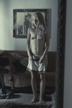 Аккуратная голая грудь Марии Шалаевой в фильме «Русалка», 2007