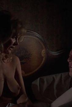 Голая грудь Мелинды Диллон в фильме «Удар по воротам», 1977