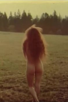 Надежда Владиславова снялась голой в сериале «Остров любви», 1995