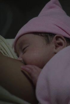 Голая грудь Назанин Бониади в сериале «По ту сторону», 2016