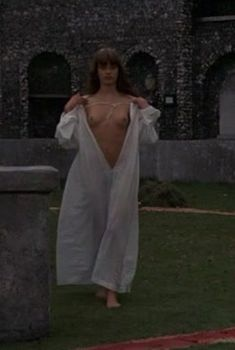 Абсолютно голая Настасья Кински в фильме «Дочь для Дьявола», 1976