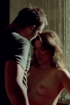 Наталия Авелон показала голую грудь в сериале «Ответный удар», 2010