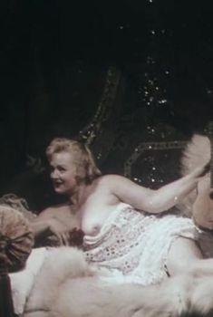 Наталья Егорова показала голую грудь в фильме «Барак», 1999