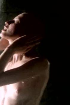 Наталья Кишова оголила грудь в фильме «Уик Энд с убийцей», 1992