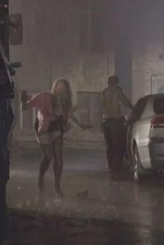Голая грудь Натальи Лесниковской в сериале «Шаповалов», 2012
