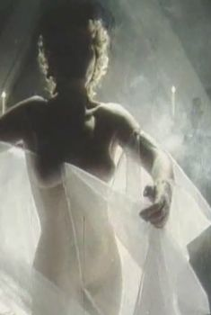 Наталья Сумская снялась голой в фильме «Ради семейного очага», 1992