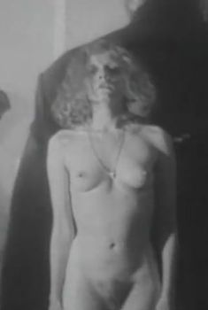 Полностью голая Наталья Суркова в фильме «Надъ озеромъ», 1995