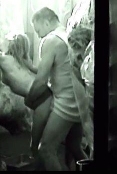 Голые сиськи Нелли Беннер в фильме «Мясо», 2010