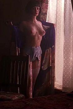 Нина Семашко показала голую грудь в фильме «Дикая орхидея 2: Два оттенка грусти», 1991