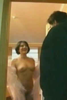 Полностью голая Нуца Шаншиашвили в сериале «Закон», 2002