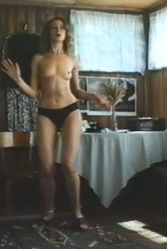 Оксана Мысина показала голые сиськи в фильме «Пьеса для пассажира», 1995