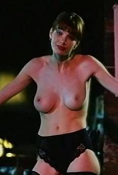 Голая грудь Олеси Поташинской в фильме «Восемь с половиной долларов», 1999