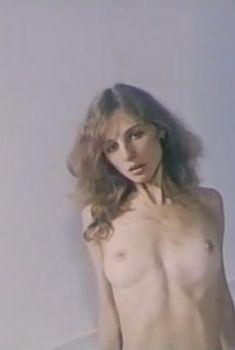 Голая грудь Ольги Арефьевой в фильме «Вся власть любви», 1992