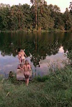 Голая попа Ольги Будиной в сериале «Граница: Таежный роман», 2000