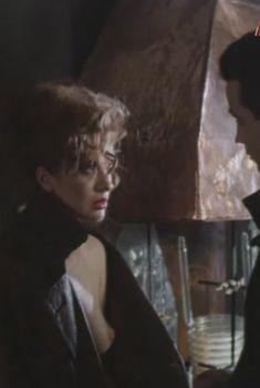 Ольга Дроздова показала голые сиськи в фильме «Алиса и Букинист», 1992
