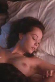 Ольга Кабо показала голые сиськи в фильме «Бегущий по льду», 1992