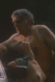 Ольга Копосова показала голую грудь в фильме «Казино», 1992