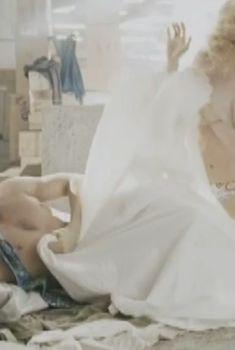 Голая грудь Ольги Макеевой в фильме «Оранжевая любовь», 2007