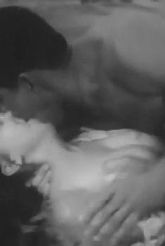 Голая грудь Ольги Пономаревой в фильме «Особый случай», 1983
