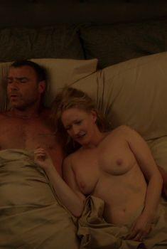 Сочная голая грудь Паулы Малкомсон в сериале «Рэй Донован», 2013