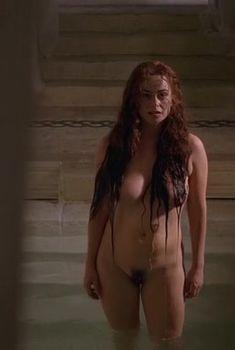 Абсолютно голая Полли Уокер в сериале «Рим», 2005