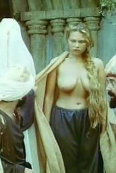 Голая грудь Радмилы Щеголевой в сериале «Роксолана», 1997