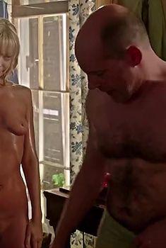 Абсолютно голая Рики Линдхоум в фильме «Адское дитя», 2013