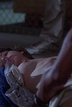 Голые сиськи Робин Шервуд в фильме «Жажда смерти 2», 1981