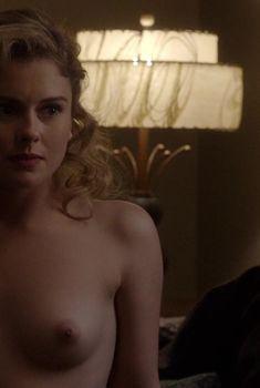Роуз МакАйвер оголила грудь в сериале «Мастера секса», 2013