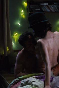Голые сиськи Салли Хокинс в фильме «Цветок пустыни», 2009