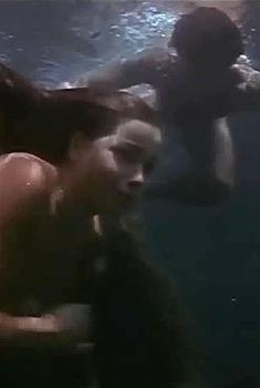 Голая попа Сандры Мосаровски в фильме «Грибной человек», 1975