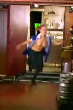 Светлана Устинова показала голые сиськи в сериале «Золотой капкан», 2010