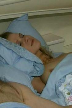 Голая грудь Светланы Чуйкиной в фильме «Нина», 2001