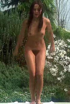 Полностью голая Сильвия Кристель в фильме «Эммануэль», 1974