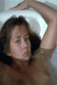 Сексуальная Софи Марсо оголила грудь и попу в фильме «Сошествие в ад», 1986