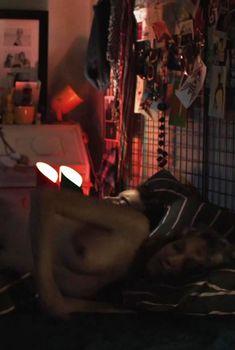 Стефани де Крэенкур засветила грудь в фильме «Мистер Штайн идет в онлайн», 2017