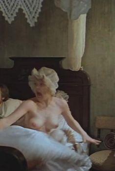 Голая грудь Татьяны Игнатовой в фильме «Обыкновенное чудо», 1978