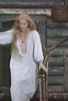 Татьяна Кондырева засветила грудь в фильме «Ярослав Мудрый», 1981