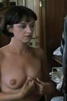 Тереза Бродска показала голую грудь в фильме «Двойная роль», 1998
