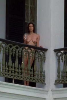 Полностью голая Тери Хэтчер в фильме «Пленники небес», 1996