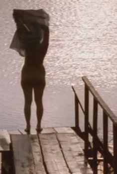 Голая задница Ульяны Лаптевой в фильме «Кружовник», 2006