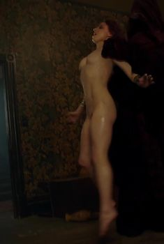 Челси Престон-Крейфорд снялась полностью голой в сериале «Эш против зловещих мертвецов», 2015