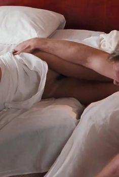 Полностью голая Эльвира Болгова в фильме «Пассажир из Сан-Франциско», 2017