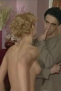 Голая грудь Юлии Пожидаевой в сериале «Ставка на жизнь», 2008