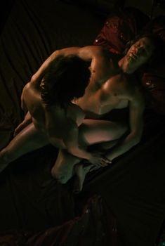 Голая грудь Яны Палласке в фильме «Фантомная боль», 2009