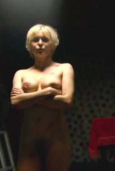 Полностью голая Яна Троянова в фильме «Небесные жены луговых мари», 2012
