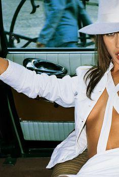 Шаловливая Ольга Куриленко засветила сосок в рекламе Sisley, 2004