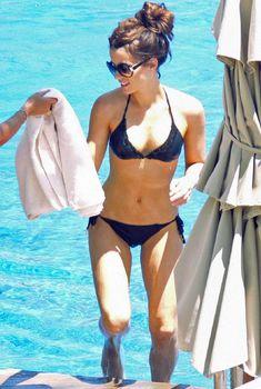Стройная красотка Кейт Бекинсейл в бикини